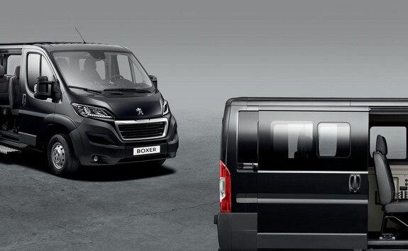 Peugeot Boxer combi ou minibus : une modularité pour transporter jusqu'à 5, 9, 14ou 17 personnes régulièrement.