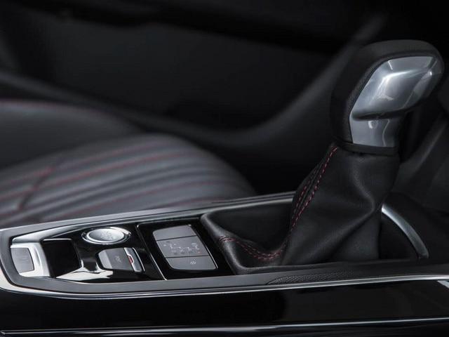Peugeot 308 gt berline et sw for Interieur 308 gt line