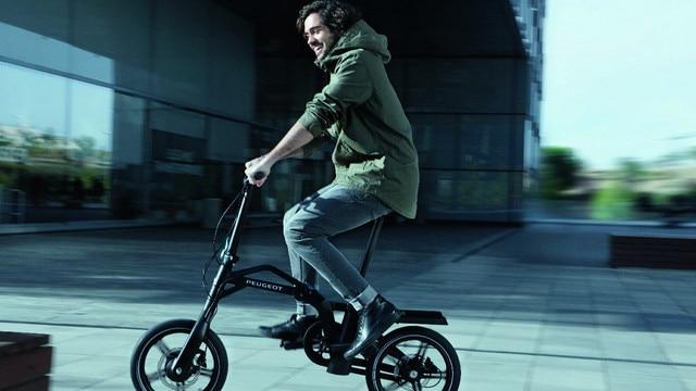 Nouveau SUV PEUGEOT 5008 : Vélo pliant électrique e-Bike eF01