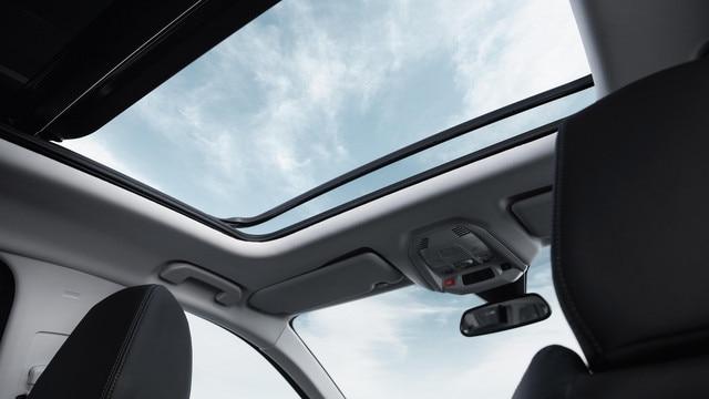 Nouveau SUV PEUGEOT 5008 : Toit ouvrant panoramique