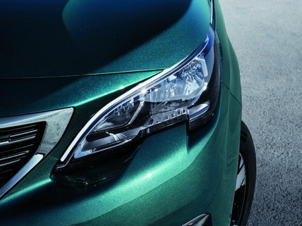 Nouveau SUV PEUGEOT 5008 : Face avant puissante